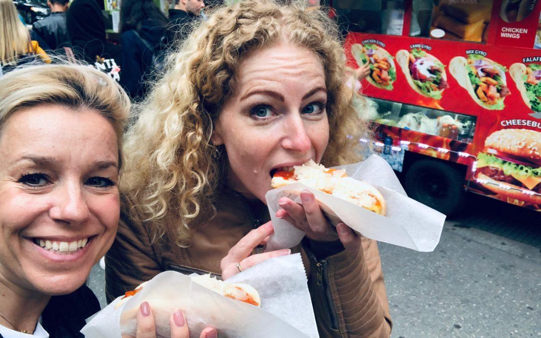Say Cheesecake! en gin-tonics, hamburgers, hotdogs, wijn en pizza..