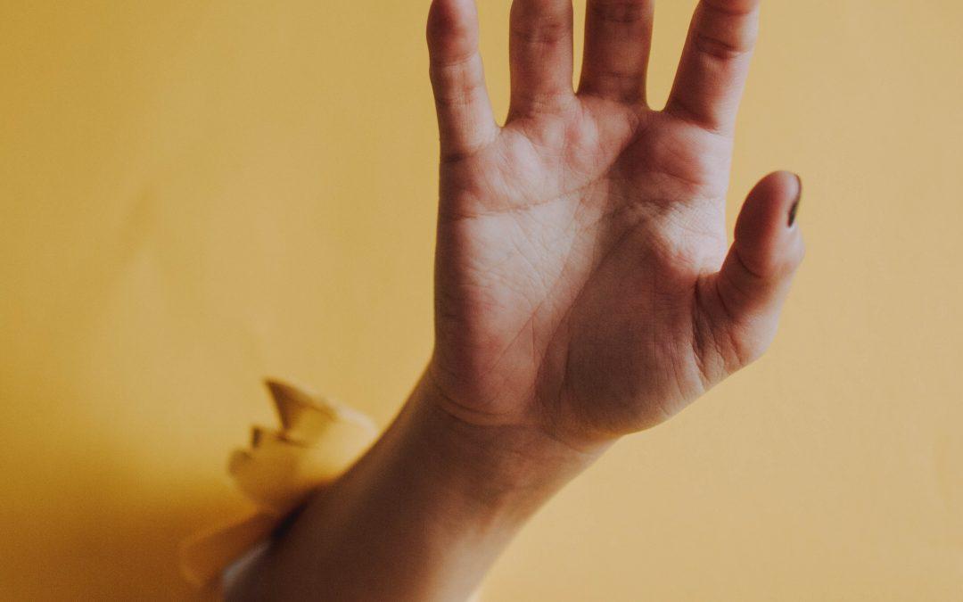 'Doe niet zo ongezellig!' 4 tips om niet voor de bijl te gaan